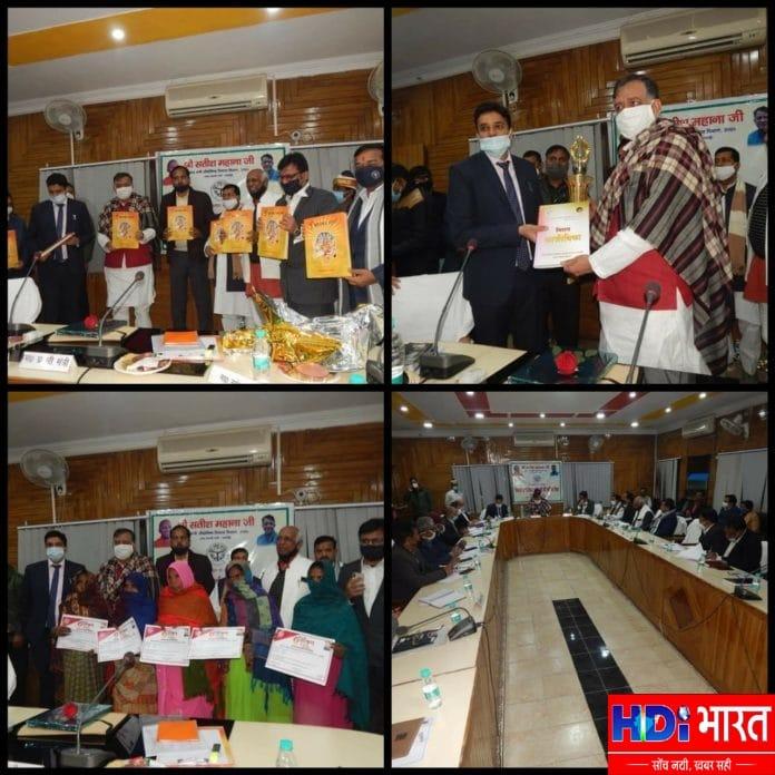 समीक्षा बैठक में प्रदेश सरकार द्वारा चलायी जा रही जन कल्याणकारी योजनाओं का लाभ हर पात्र व्यक्ति तक पहुंचायेंः-औद्योगिक विकास मंत्री