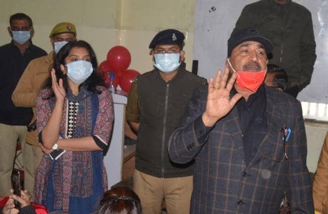 हरदोई:अवैध कोचिंग सेंटर सीज