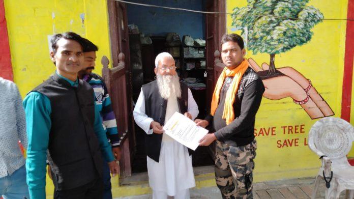 संविदा कर्मियों ने विभिन्न मांगो को लेकर सौंपा मांगपत्र