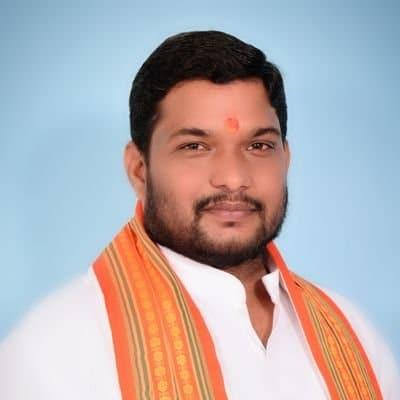 भाजपा जिलाध्यक्ष समेत 50 लोगों ने किया रक्तदान