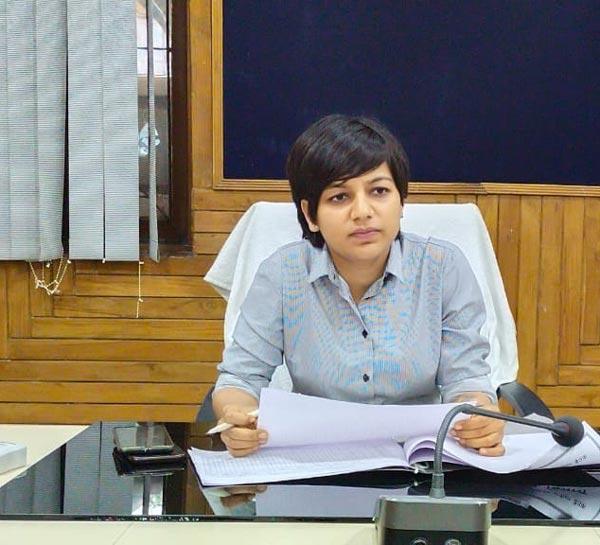 CDO आकांक्षा राना ने शाहाबाद बीडीओ और एपीओ का वेतन रोका