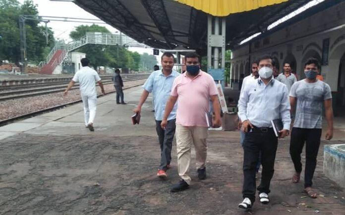रेलवे परामर्श समिति के सदस्य गौरव अग्रवाल ने बालामऊ व संडीला रेलवे स्टेशन का किया निरीक्षण