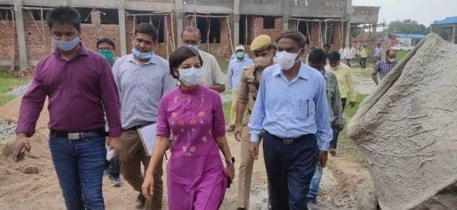 मुख्य विकास अधिकारी आकांक्षा राना ने राजकीय ऊसर फार्म कासिमाबाद में राष्ट्रीय कृषि विकास योजना के निर्माणाधीन माडल फार्म के हास्टल