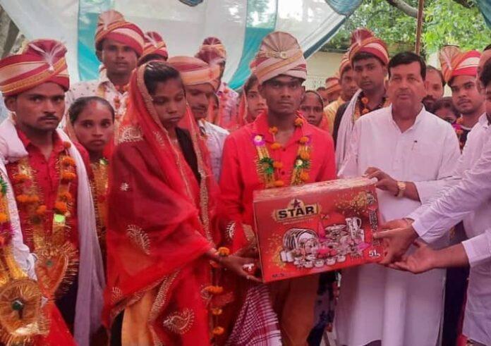 मुख्यमंत्री सामूहिक विवाह योजना: धार्मिक रीति रिवाजों से एक सूत्र में बंधे युगल