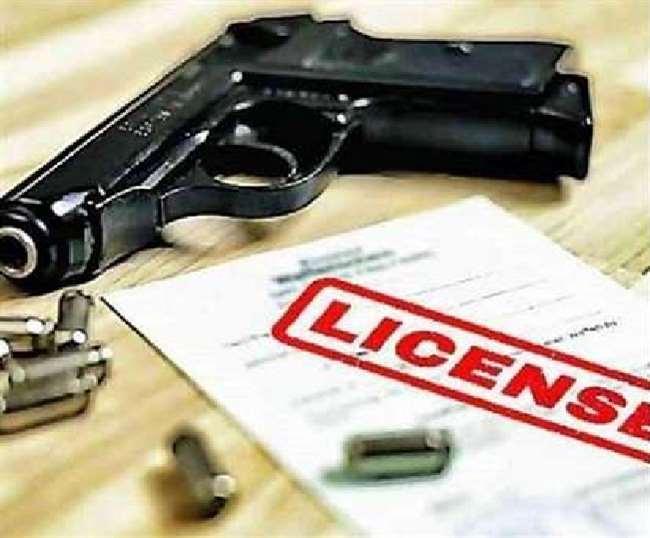 डीएम अविनाश कुमार ने 11 शस्त्र लाइसेंस किये निरस्त