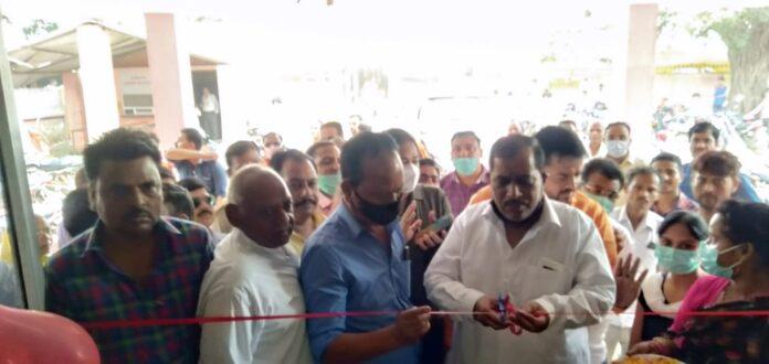 विधायक श्याम प्रकाश ने पिहानी, हरियावां सीएचसी को दी ऑक्सीजन कंसंट्रेटर की सौगात।